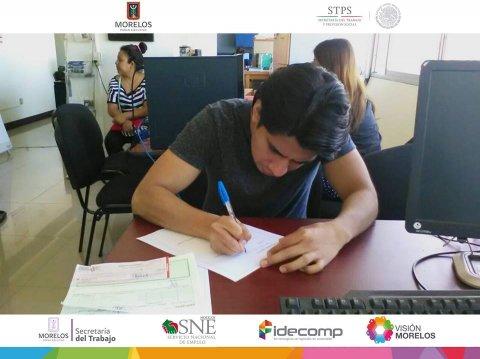 """<a href=""""/apoyo-a-repatriados-febrero"""">SNE Morelos entrega apoyos a dos connacionales mexicanos.</a>"""