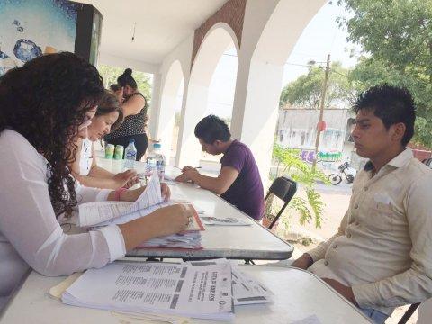 """<a href=""""/noticias/beneficia-vecinos-de-xochitepec-bolsa-de-trabajo-en-tu-colonia"""">Beneficia a vecinos de Xochitepec """"Bolsa de trabajo en tu colonia""""</a>"""