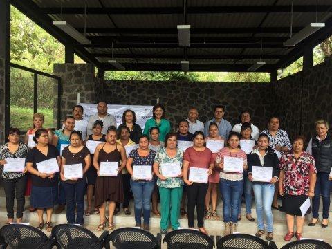 """<a href=""""/Clausura-curso-cultora-belleza"""">Clausura del Curso de Cultora de belleza en el municipio de Tepoztlán.</a>"""