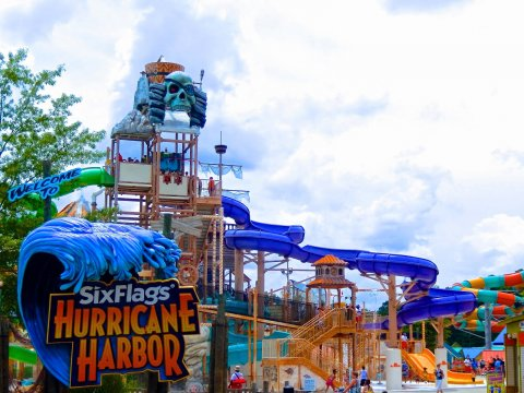 "<a href=""/noticias/acuden-reclutamiento-sixflags-hurracaine-cuautla"">Acuden a Reclutamiento para Six Flags Hurracaine Harbor</a>"