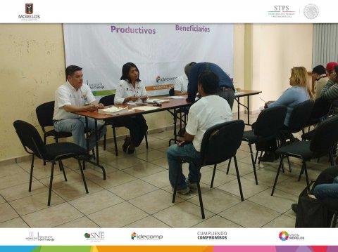 """<a href=""""/apoyo-a-jornaleros-agricolas-sinaloa-febrero-2017"""">SNE Morelos entrega apoyos a jornaleros del Subprograma de Movilidad Laboral</a>"""