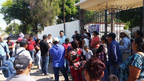 Entrega de apoyos económicos para transporte a jornaleros agrícolas morelenses al estado de Sinaloa