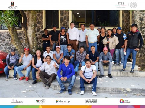 Entrega de apoyos y salida de jornaleros agrícolas rumbo a Chihuahua