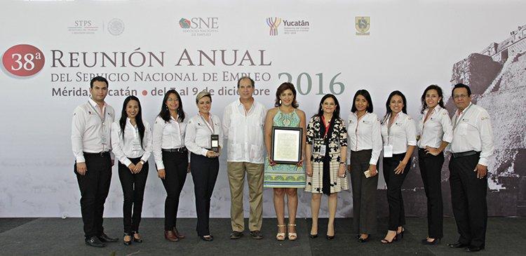 Felicitan a la Mtra.Elvia Teresa Aguilar Sanders y su equipo de trabajo por el desempeño durante el 2016.